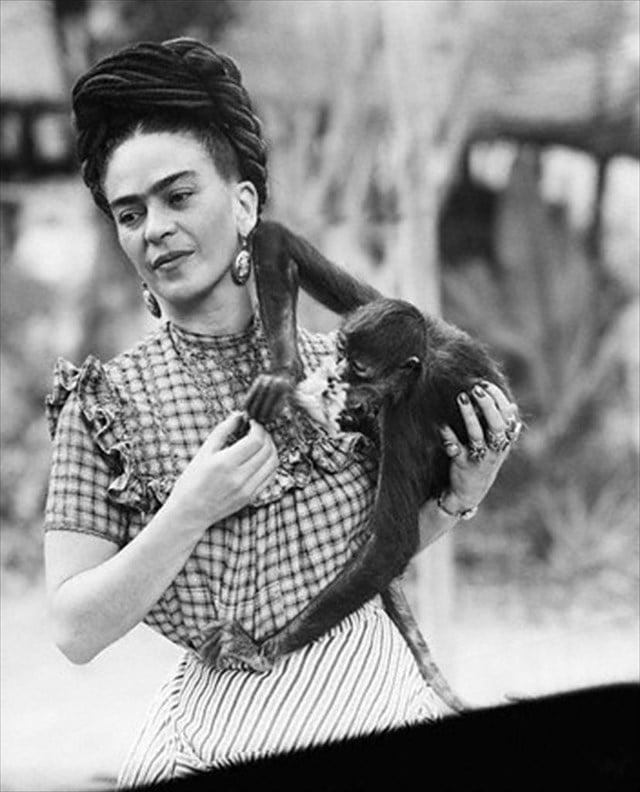 Kahlo with monkey