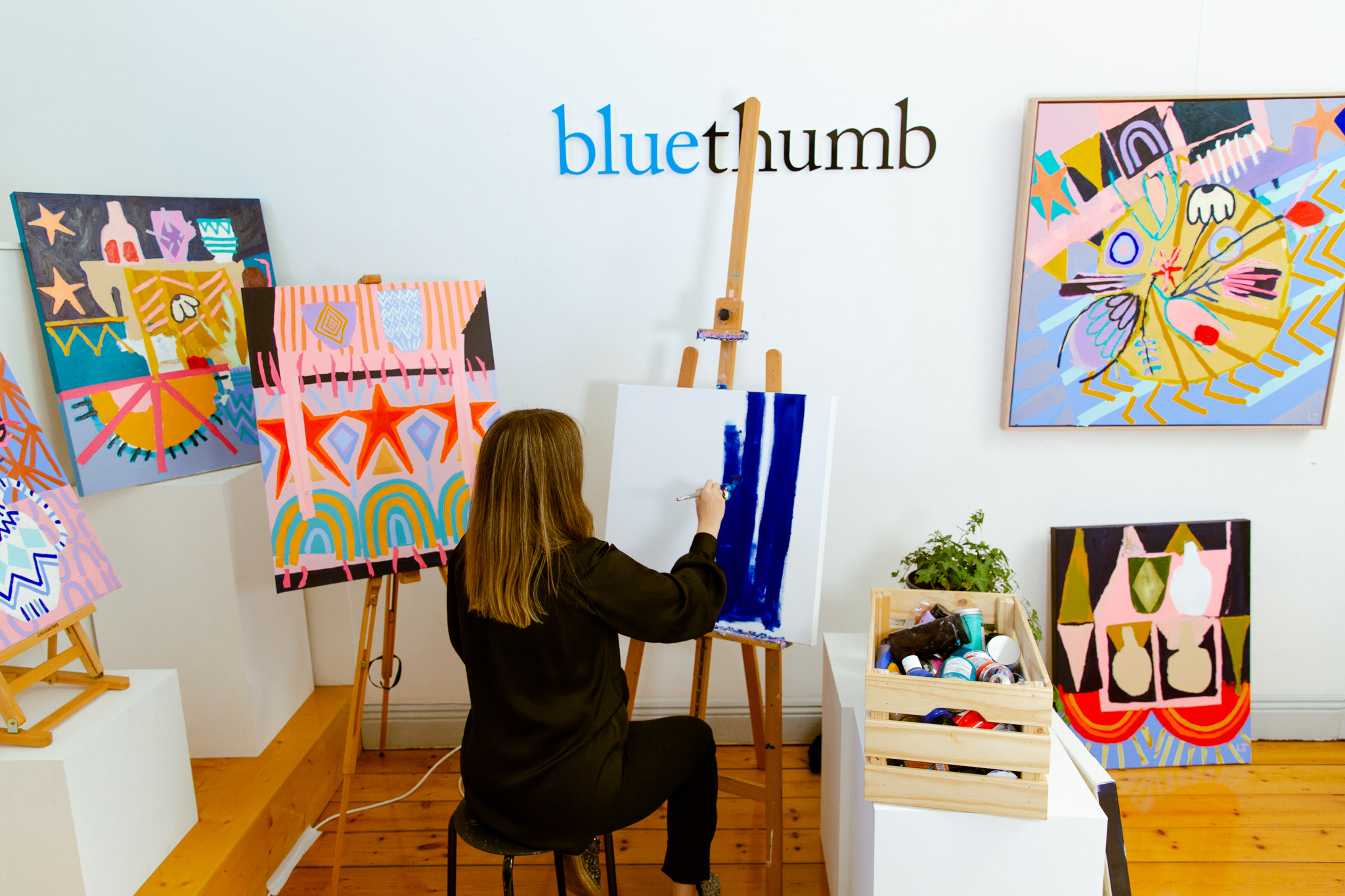 Laura Thomas painting her Soul-inspired artwork.